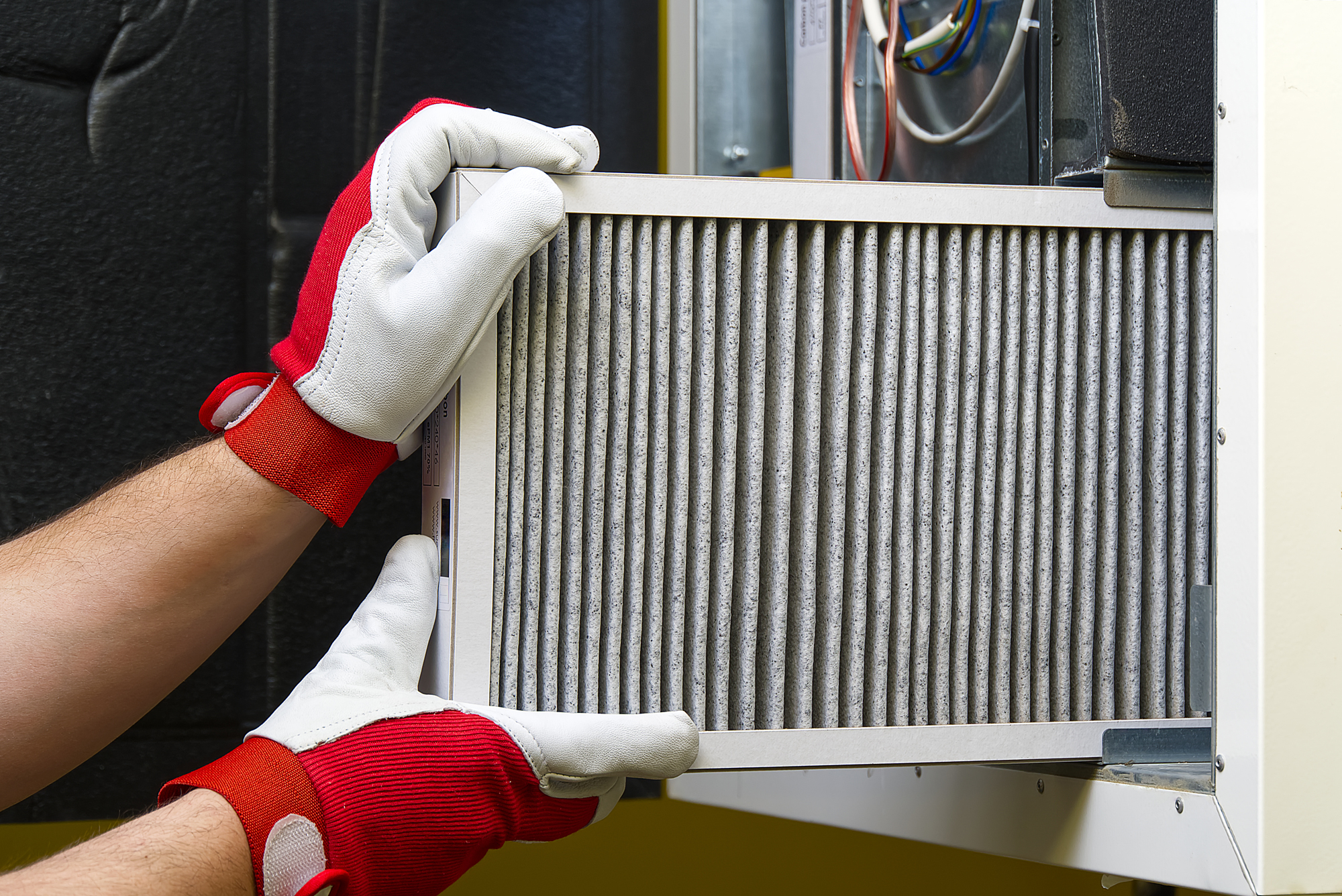 a-mans-hands-that-are-replacing-the-condition-air–57J2D8B
